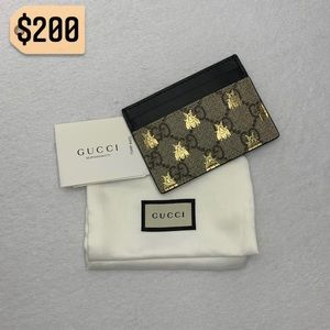 ✨✨✨✨SOLD✨✨✨✨Gucci Bee Supreme Canvas Card Holder
